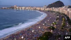 В июле Папа Римский провел богослужение на пляже Копакабана в Рио-де-Жанейро