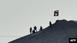 """""""Ислам мамлекети"""" радикал тобунун мүчөлөрү Сириянын Кобани шаарында. 7-октябрь, 2014-жыл"""