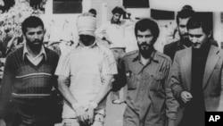 گروگانهای آمریکایی در ایران در تاریخ ۳۰ دی ۵۹ بعد از ۴۴۴ روز حبس، آزاد شدند