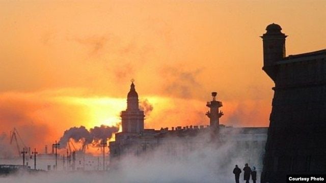 The frozen Neva River in St. Petersburg (photo by A. Belenky)