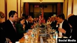 Pamje nga takimi i kongresistëve amerikanë me kryeparlamentarin, Talat Xhaferi