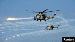 Российские транспортно-военные вертолеты МИ-35.