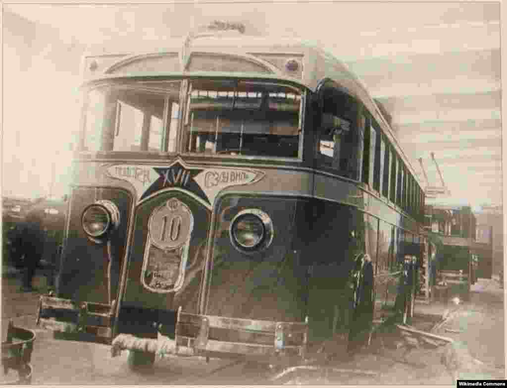The Soviet capital's first LK-1 trolleybus in 1934.