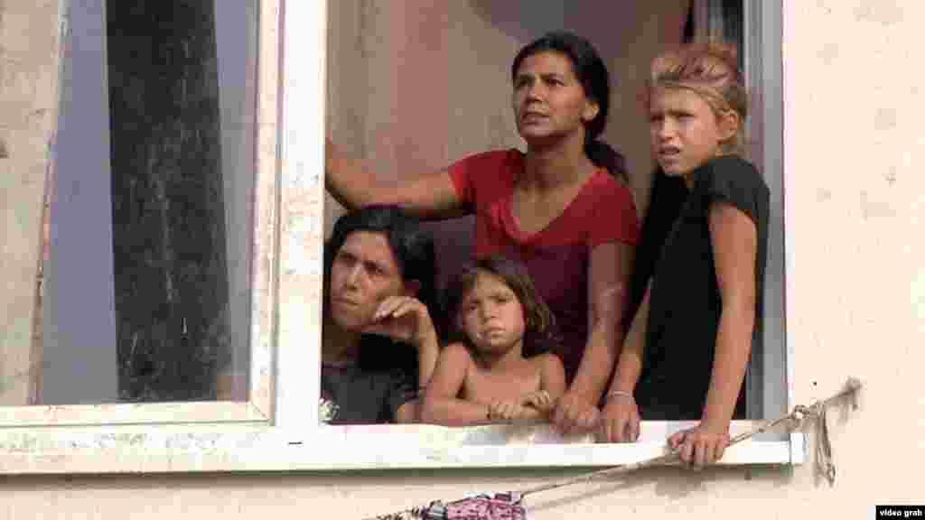 МАКЕДОНИЈА - Резултатите од истражувањето на Асоцијацијата 24 Вакти, во рамки на проектот Инклузија преку мобилизација, покажуваат дека вкупно 482 деца Роми не посетуваат настава во двете основни училишта во скопската општина Шуто Оризари и дека бројот на ученици Роми во училиштата се осипува.