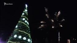 В Керчи открыли новогоднюю елку (видео)