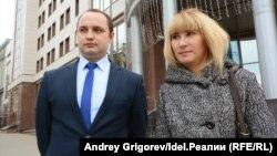 Лилия Яруллина и юрист Фарит Ахмадуллин, с помощью которого она уже выигрывала иск к Минздраву РТ.