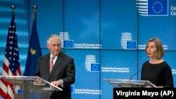 کنفرانس مطبوعاتی فدریکا موگرینی و رکس تیلرسون در روز سهشنبه در بروکسل.