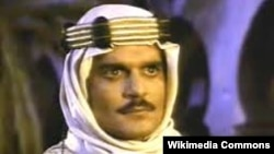 Омар Шаріф у ролі Шеріфа Алі у фільмі «Лоуренс Аравійський»