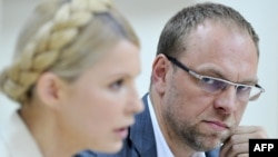 Lawyer Serhyi Vlasenko (right) with Yulia Tymoshenko in 2011