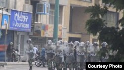 نیروهای ضد شورش پلیس در خیابان های تهران