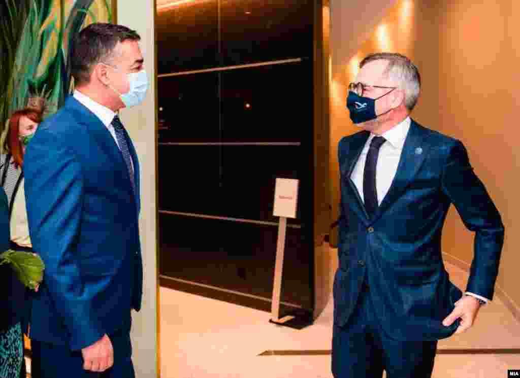 Македонскиот вицепремиер Никола Димитров и германскиот министер за Европа, Мајкл Рот, на денешната средба во Брисел (22 септември 2020)