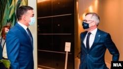 Македонскиот вицепремиер Никола Димитров и германскиот министер за Европа, Мајкл Рот, Брисел (22 септември 2020)