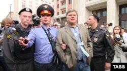 Сергей Митрохин задержан полицией на митинге 6 июня 2012 года