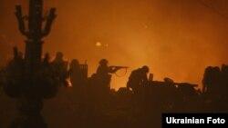 Силовики в центрі Києва під час акцій протесту на Майдані, 19 лютого 2014 року
