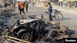 بقايا سيارة انفجرت في منطقة الشعب 22/12/2011
