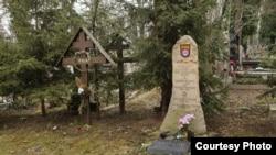 Пам'ятник на братській могилі членів Російської визвольної армії на Ольшанському кладовищі у Празі