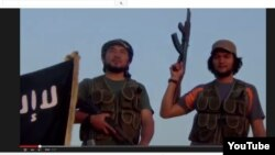 Кадр видео из сети Youtube, утверждающий, что здесь запечатлены боевики из Казахстана, участники экстремистской группировки «Исламское государство».