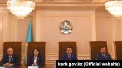 Члены Конституционного совета Казахстана оглашают решение по обращению президента Нурсултана Назарбаева. Астана, 15 февраля 2019 года.