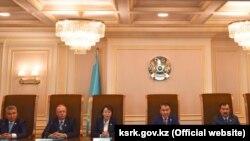 Конституциялық кеңес мүшелері Назарбаев сауалына жауап беріп отыр. Астана, 15 ақпан 2019 жыл.