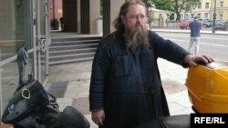 Дьякон на мотороллере. Отец Андрей Кураев