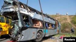 Один із автобусів, що потрапили в аварію, 19 липня 2014 року