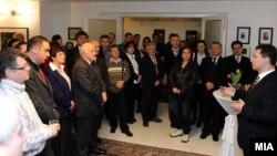 Премиерот Никола Груевски се сретна со македонските иселеници во македонската амбасада во Берлин.