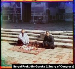 Samarqandda tibbiyot mahsulotlarini sotayotgan sotuvchilar.