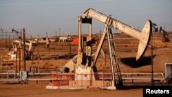 Нефтекачалка в Калифорнии. Иллюстративное фото.