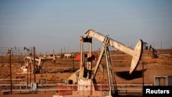 Naftno polje u Kaliforniji, SAD.Ilustracija
