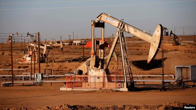 В сентябре предложение нефти в мире почти на 1% превысило средний за 2014 год спрос на нее