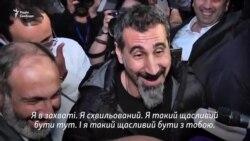 Лідер гурту System of a Down Серж Танкян зустрівся з Пашиняном у Єревані (відео)