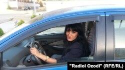 Женщина за рулем автомобиля. Иллюстративное фото.