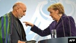 Президент Афганістану Хамід Карзай і канцлер Німеччини Анґела Меркель. Берлін, 27 січня 2010 року