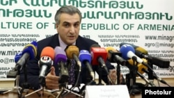 Armenia -- Agriculture Minister Ignati Arakelyan at a press conference in Yerevan, 10Jul2017.