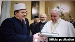 Papa Fançesku dhe Naim Tërnava