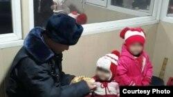 Потерявшиеся дети в отделении милиции. Фото ГУВД Бишкека.