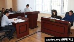 Судебное заседание по обвинению в клевете жителей Астаны, жаловавшихся на повышение тарифа обслуживающей компанией. 13 сентября 2016 года.