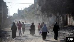 Палестинцы возвращаются в свои дома во время объявленного перемирия между Израилем и группировкой ХАМАС.