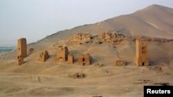 Вежі-гробниці на околиці стародавньої Пальміри до руйнування, архівне фото