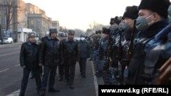 ИИМ башчысы Улан Ниязбеков гарнизондук саптык кароодо. 2020-жылдын 30-декабры.