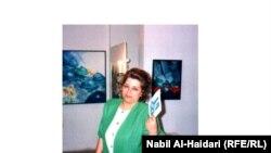 سلمى العلاق في معرضها الشخصي عام 1994 ببغداد