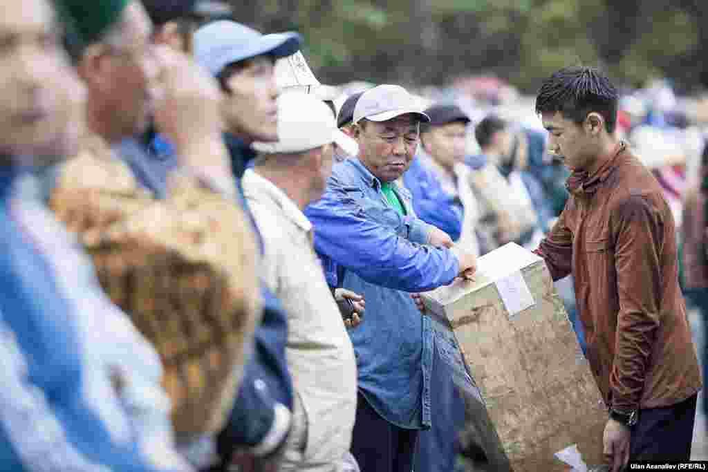 Рамазан айы аяктап, Кыргызстан мусулмандарынын дин башкармалыгы 5-июлду Орозо айт майрамы деп жарыялаган.