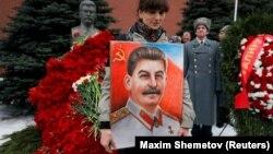 На церемонии по случаю 66-ой годовщины смерти Иосифа Сталина в Москве. 5 марта 2019 года