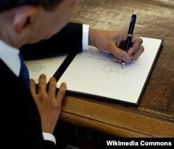 Məşhur solaxaylardan: ABŞ prezidenti Barak Obama