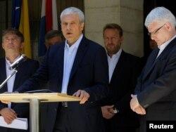Predsjednici Srbije i Hrvatske Boris Tadić i Ivo Josipović, te članovi Predsjedništva BiH Željko Komšić, Nebojša Radmanović i Bakir Izetbegović, Brioni, juli 2011.