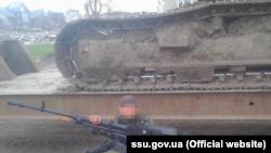 Людину підозрюють в бойових діях проти української армії