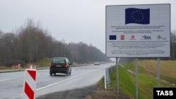 На дороге в Калининградской области недалеко от границы с Польшей.