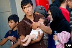 Венгриядан пойызбен келген ауғанстандық мигранттар отбасы Мюнхен теміржол вокзалында. 31 тамыз 2015 жыл.