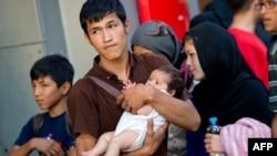 Семья мигрантов из Афганистана, прибывшая поездом из Будапешта, на вокзале Мюнхена. 31 августа 2015 года.