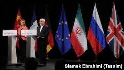 در این تصویر از فوریه ۲۰۱۵، وزیر خارجه ایران و مسئول سیاست خارجی اروپا در جریان دیدارها در سوئیس